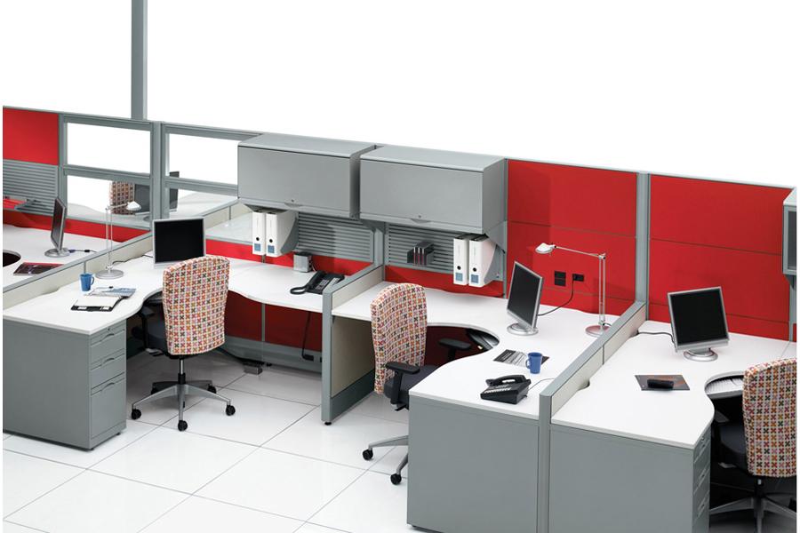 Estaciones de trabajo escritorios con mamparas modulos for Que es mobiliario de oficina